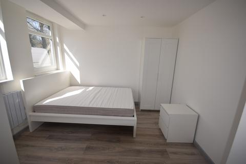 Studio to rent - 10-11 Palmerston road, Southampton SO14