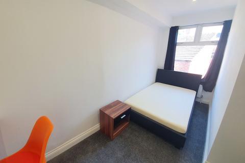 Studio to rent - Lothair Road, Aylestone, Leicester