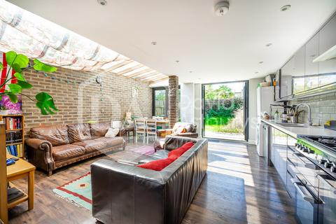 7 bedroom terraced house to rent - Stapleton Hall Road, Stroud Green Finsbury Park, London