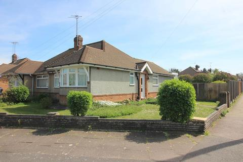 2 bedroom bungalow for sale - Byron Road, Luton, Bedfordshire, LU4 0HY