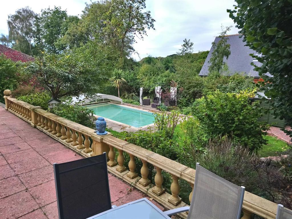 Pool and garden.jpg
