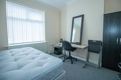 4 bedroom terraced house to rent - Peacock Avenue, Salford