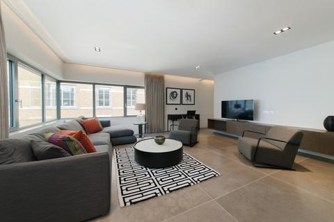 3 bedroom house to rent - Babmaes Street, St James, London