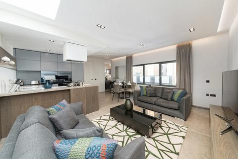 2 bedroom flat - Babmaes Street, St James
