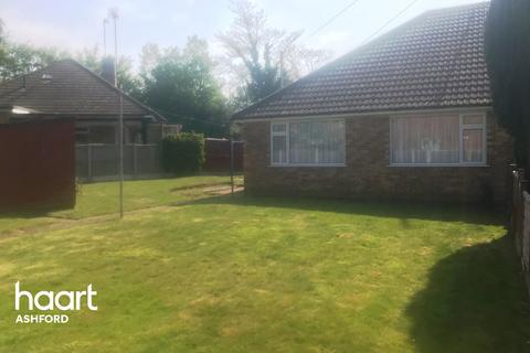 3 bedroom bungalow for sale - Walnut Close, Ashford