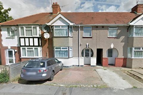 3 bedroom ground floor flat to rent - Berwick Avenue, Hayes