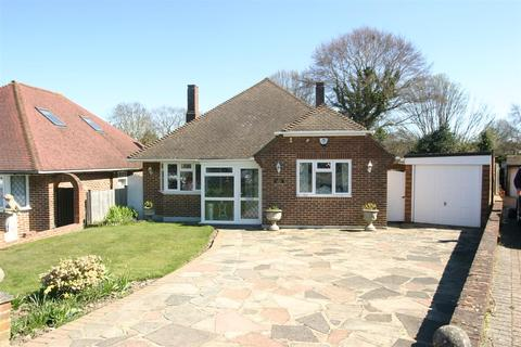 3 bedroom detached bungalow for sale - Kemble Drive, Bromley