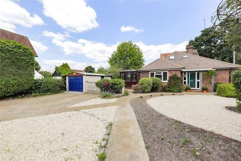 3 bedroom bungalow to rent - Crabtree Road, Camberley, Surrey, GU15