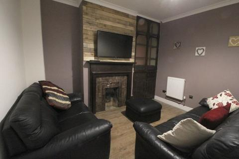 1 bedroom terraced house to rent - Town Centre, Small Dbl Room With En Suite