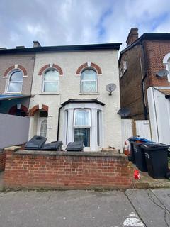 Studio to rent - Thornoton Heath, cr7