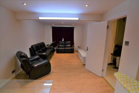 5 bedroom apartment to rent - Greesanhall Road, London
