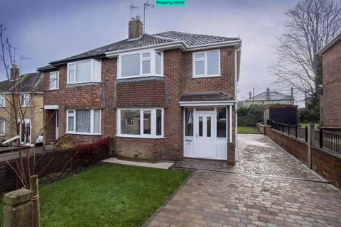 3 bedroom semi-detached house for sale - Kingsley Close, Harrogate, HG1 4RA