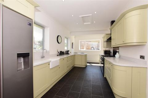 3 bedroom detached bungalow for sale - The Valley, Coxheath, Maidstone, Kent