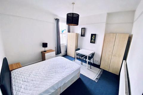 1 bedroom flat share to rent - Palmers Green London N13