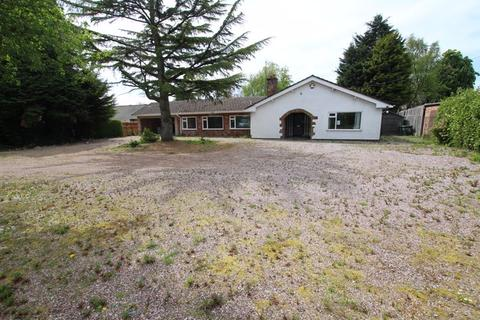 3 bedroom detached bungalow for sale - Parkgate Road, Chester