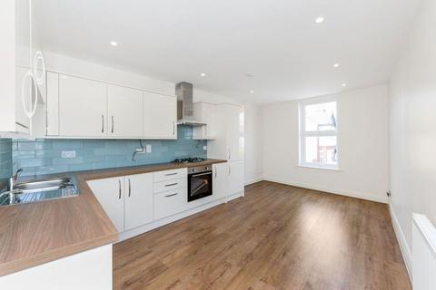 3 bedroom flat to rent - South Ealing Road, Ealing, W5