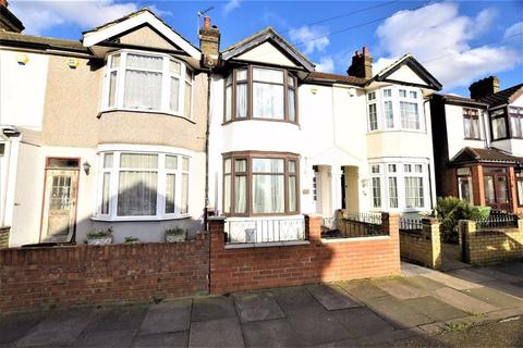 3 bedroom terraced house - Pretoria Road, Romford