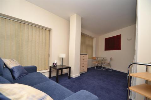 Studio to rent - York Place, Leeds