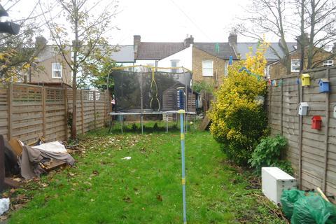 2 bedroom terraced house to rent - Glenfrg Road, Catford, London SE6