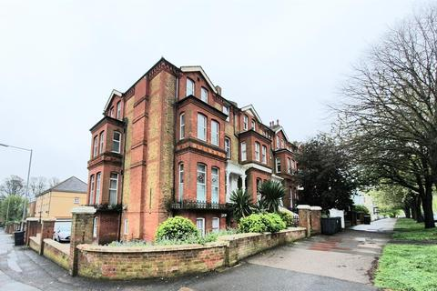 2 bedroom flat to rent - a The Avenue, Eastbourne