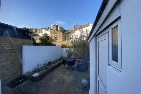 4 bedroom house share to rent - VESPAN ROAD, SHEPHERDS BUSH, LONDON W12