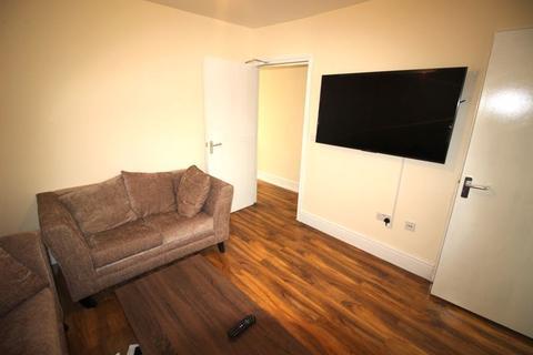 1 bedroom property to rent - En-suite room to rent all bills included, including SKY TV