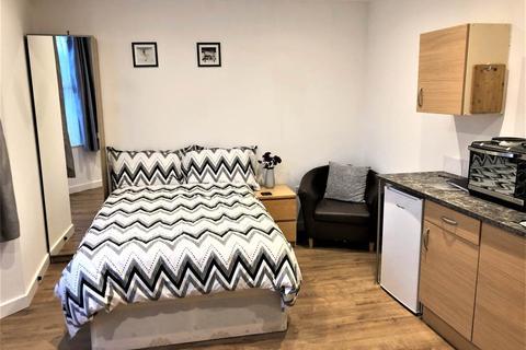 Studio to rent - London Road, Warmley, Bristol