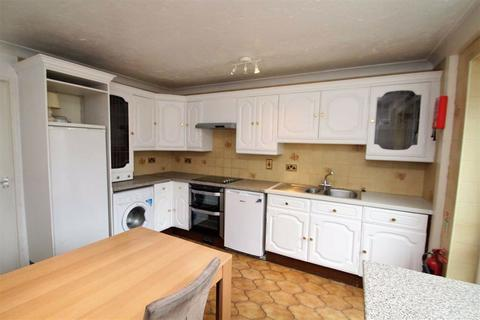 4 bedroom townhouse to rent - St Helens Close, Uxbridge, Middlesex