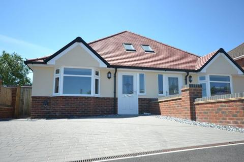 3 bedroom semi-detached bungalow for sale - Chaucer Road, Southampton, SO19