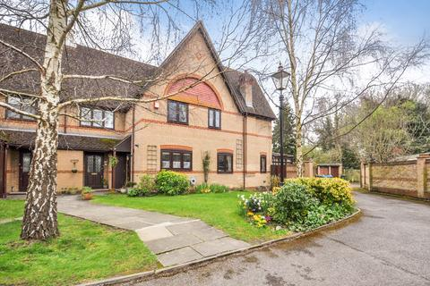 2 bedroom end of terrace house for sale - Wraysbury, Berkshire