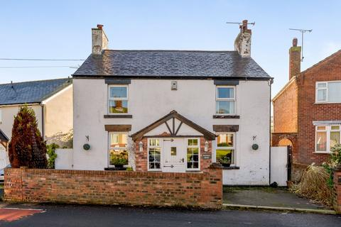 3 bedroom detached house for sale - County Road Flintshire CH7