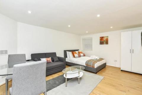 Studio to rent - Ormond Yard, St. James's, London