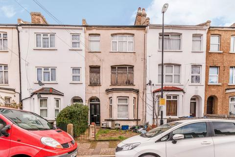 2 bedroom ground floor flat for sale - Walters Road London SE25