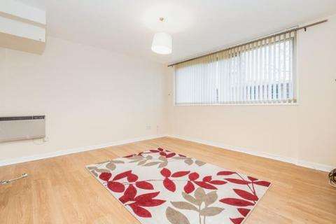 2 bedroom flat to rent - Menthone Place, Hornchurch, RM11