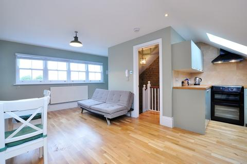 2 bedroom flat to rent - Chiswick Lane, Central Chiswick, W4