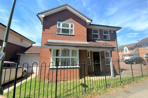 4 bedroom detached house to rent - Tayside Drive, Edgware