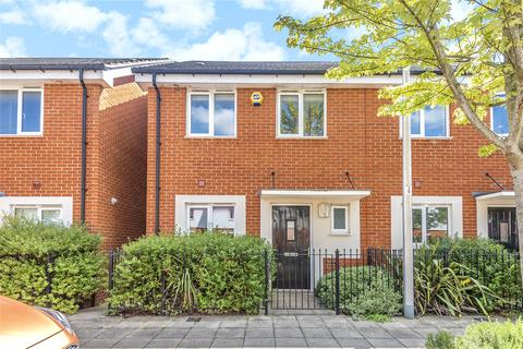 3 bedroom end of terrace house to rent - St Agnes Way, Reading, Berkshire, RG2