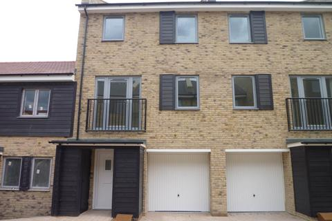 4 bedroom terraced house to rent - Alice Bell Close (family use), Cambridge,