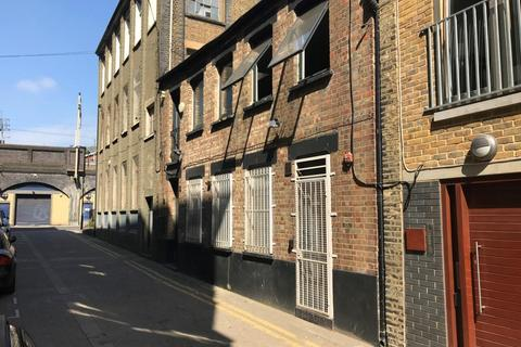 Property to rent - Fortescue Road, Hackney