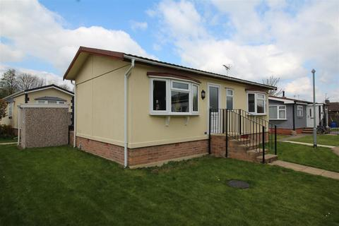 2 bedroom bungalow for sale - Keys Park, Parnwell Way, Peterborough