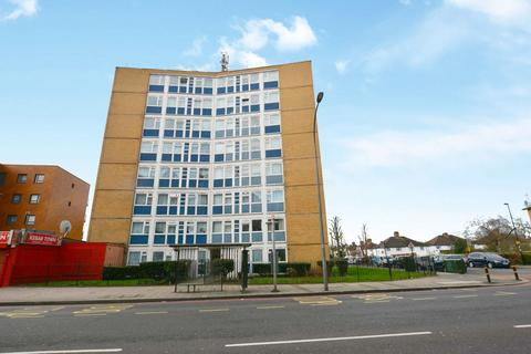 3 bedroom flat for sale - Bromley Road, London