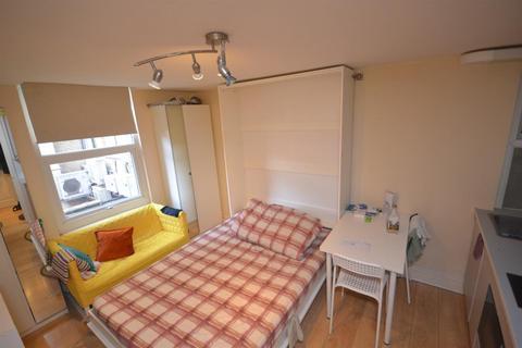 Studio to rent - Friar Street, Reading, Berkshire, RG1 1DX