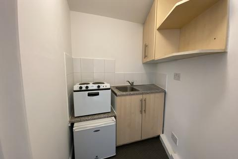 Studio to rent - Garden Lane, Chester
