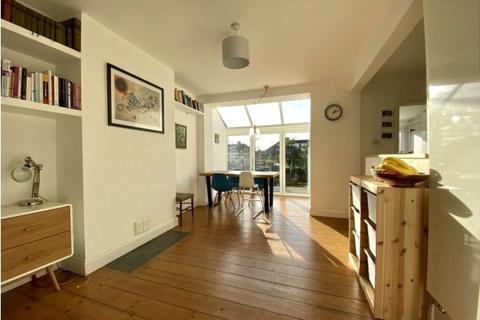 4 bedroom semi-detached house to rent - St. Leonards, Exeter