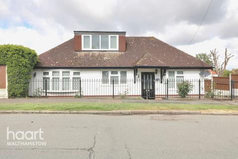 3 bedroom bungalow for sale - College Gardens, Chingford