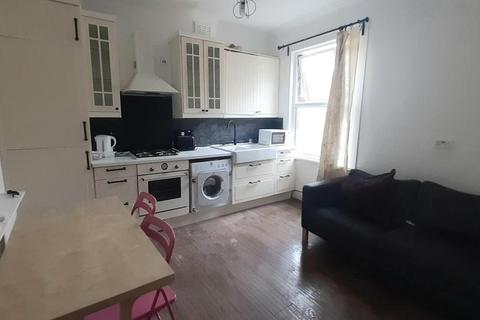 2 bedroom flat to rent - Brownhill Road, London SE6