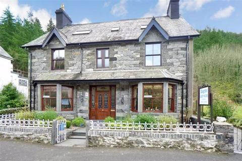 7 bedroom detached house - Holyhead Road, Betws Y Coed, Conwy