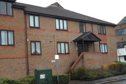 1 bedroom apartment - Fairfield Avenue, Staines Upon Thames