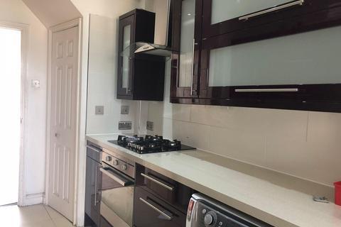 4 bedroom terraced house to rent - Jubilee Avenue, Romford, Essex, RM7