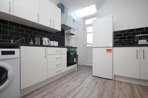 4 bedroom house share to rent - Blandford Road, Salford, Greater Manchester M6
